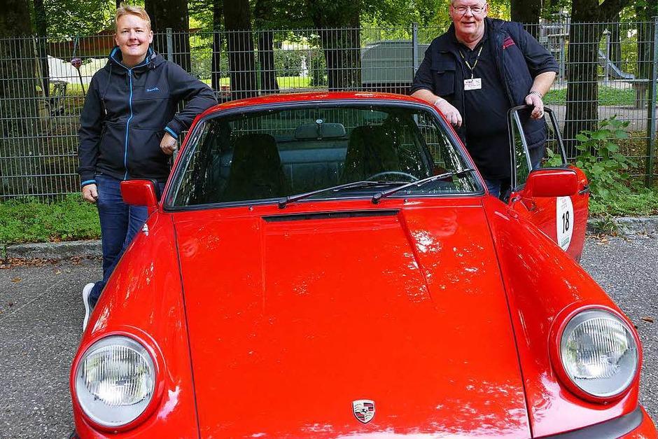 Wenn der Vater mit dem Sohne - Wolfgang Müller und Sohn Max aus Wehr gingen mit ihrem Porsche 911 SC 3,2  an den Start. (Foto: Hrvoje Miloslavic)