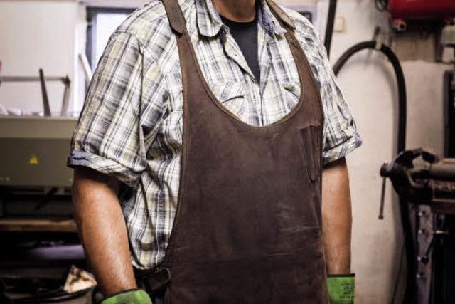 Uwe Bechtold fertigt in Freiburg ein bis zwei Messer im Monat