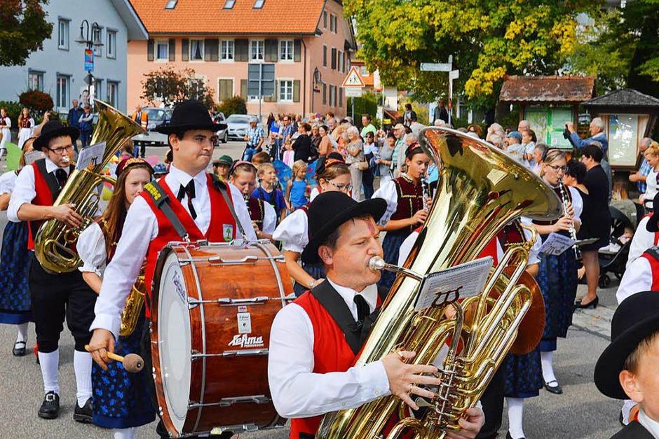 Farbenprächtig war der traditionelle Umzug zum Erntedank am Sonntag in Görwihl. (Foto: Sandhya Hasswani)