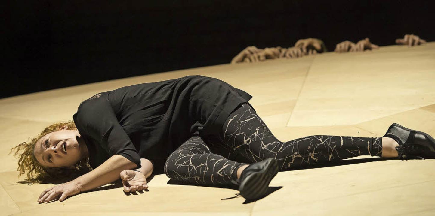 """Myriam Schröder als Christine in der B...thelfs """"Schwarzer Spinne""""     Foto: Priska Ketterer"""