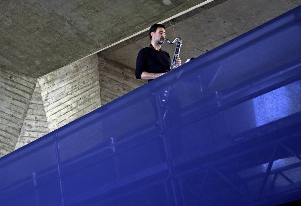 Laurent Bruttin von Contrechamps in der Maurerhalle in Basel.   | Foto: Katharina Scheidegger