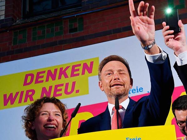 Christian Lindner zieht mit der FDP wieder in den bundestag ein.