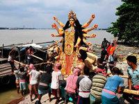 Hindu-Ritual wird in Indien zum Umweltproblem
