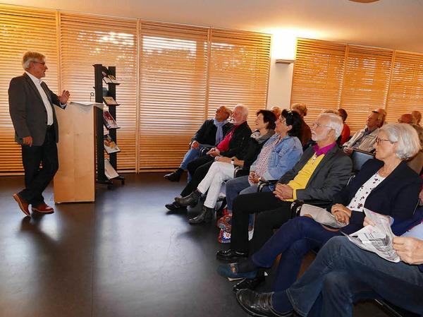Die Gäste im Gespräch mit BZ-Herausgeber Thomas Hauser (links)