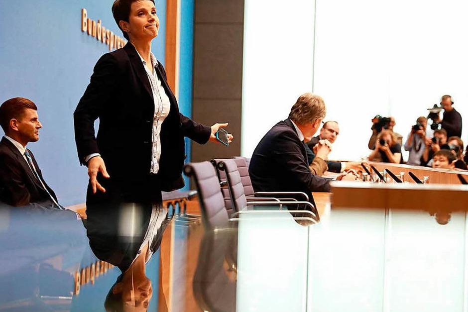 """""""Also pardon, Frau Petry, das ist, finde ich, kein faires Verhalten"""", sagt Tim Szent-Iványi von der Bundespressekonferenz. (Foto: AFP)"""