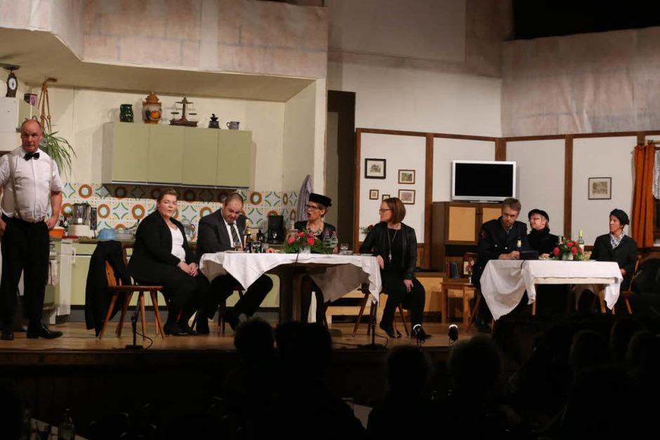 Auf der Bühne (von links): Ralf Wilhelm, Melanie Goldschmidt, Stefan Löffler, Stefanie Saier, Dominika Wehrle, Bernd Fehrenbach, Heidi Schmidt, Martina Maier, Dominik Schnell. (Foto: Heinrich Fehrenbach)