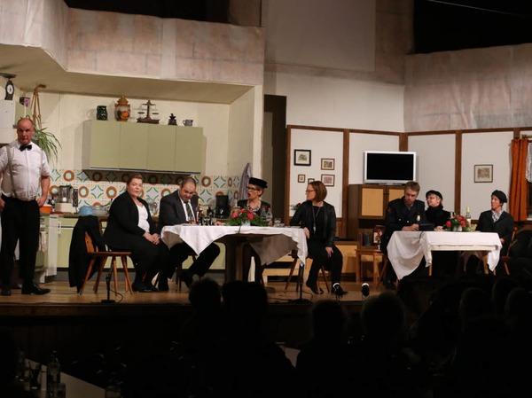 Auf der Bühne (von links): Ralf Wilhelm, Melanie Goldschmidt, Stefan Löffler, Stefanie Saier, Dominika Wehrle, Bernd Fehrenbach, Heidi Schmidt, Martina Maier, Dominik Schnell.