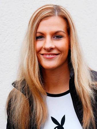 """Freunde von Judith Kadach schickten Probefotos von ihr an den Playboy. Kurz darauf stand sie nackt vor der Kamera. Das Magazin titelte 2004: """"Deutschlands schönsten Studentinnen"""". Kadach studierte in  Freiburg an der PH Deutsch und Englisch."""