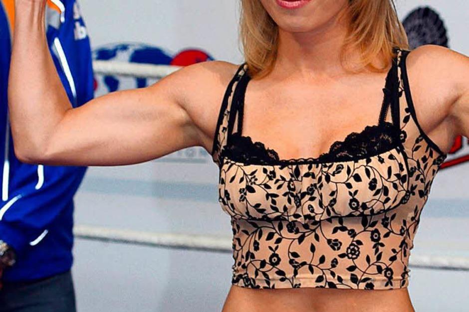 Von Gewicht wiegen in Unterwäsche bis zu Shooting beim Playboy  ist's bekanntlich nicht weit. Dachte sich wohl auch Boxerin Regina Halmich... (Foto: Wolfgang Kumm)