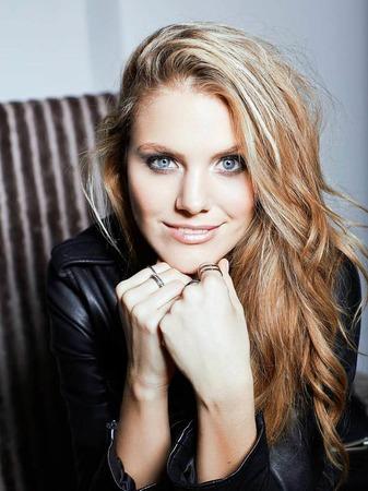 """So ist's leichter, das ist sie: Viviane Geppert. Quasi Urbadenerin. Wuchs in Kirchzarten auf. 2016 wurde sie von Playboy-Lesern zu Deutschlands heißester TV-Moderatorin (""""Taff"""") gewählt."""