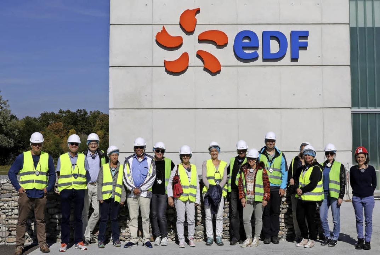Die Teilnehmer der Führung vor der Kraftwerkszentrale.    | Foto: Oliver Welti