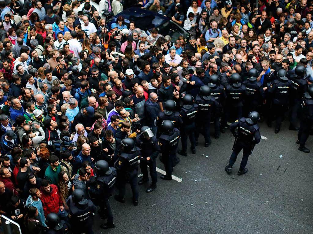 Kataloniens Regionalregierung: Mehr als 300 Verletzte bei Abspaltungsreferendum
