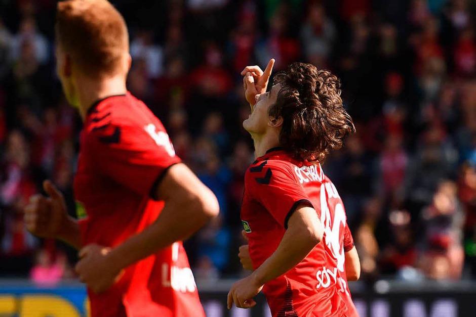 Den ersten Saisonsieg eingefahren: Der SC Freiburg gewinnt 3:2. (Foto: dpa)