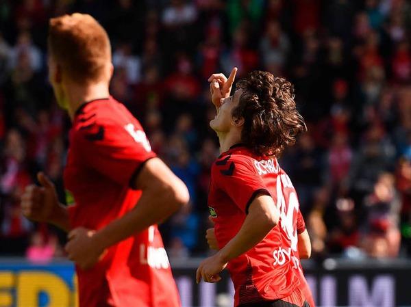 Den ersten Saisonsieg eingefahren: Der SC Freiburg gewinnt 3:2.