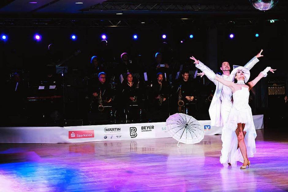 Tanzen und Kontakte knüpfen (Foto: Miroslav Dakov)