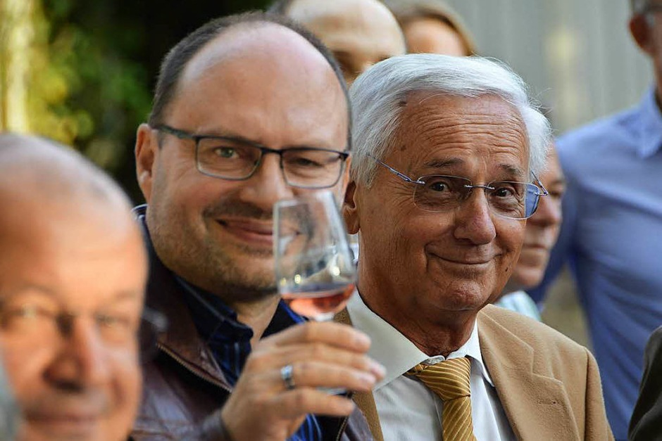Der städtische Pressesprecher Wolfgang Reinbold (links), daneben Helmut Honold, früherer langjähriger und sehr erfolgreicher Weinfestchef. (Foto: hrö)