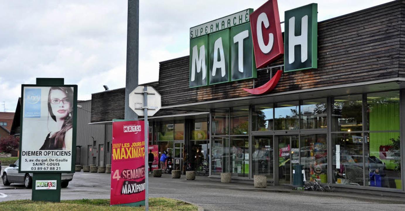 Im Match-Supermarkt in Huningue kaufen...in. Am Dienstag waren es einige mehr.   | Foto: Annette Mahro