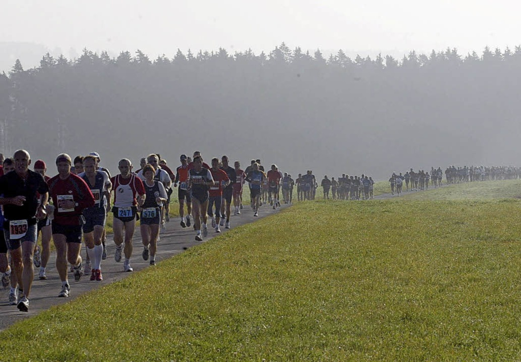 Naturerlebnis bei herbstlicher Stimmun...n und Läufer beim Schwarzwald-Marathon  | Foto: Reinhardt