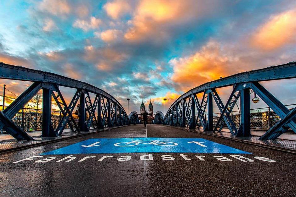 Platz 3 in der Kategorie Stadt: Blaue Brücke (Freiburg) von Michael Burger (Foto: Michael Burger)