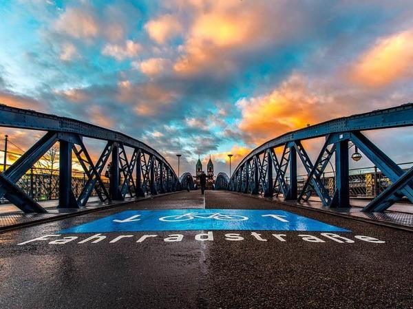 Platz 3 in der Kategorie Stadt: Blaue Brücke (Freiburg) von Michael Burger