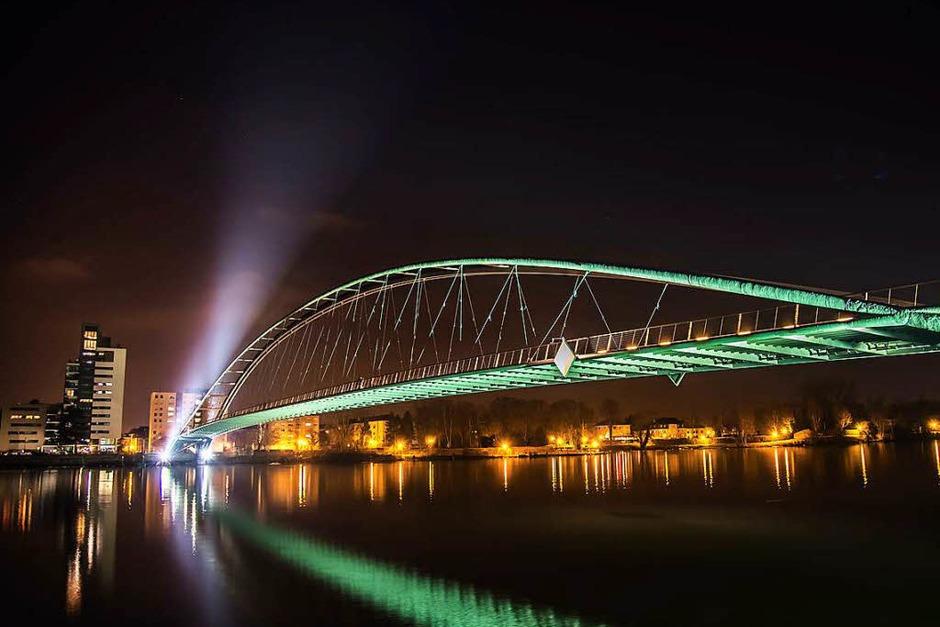 Das Siegerfoto in der Kategorie Stadt: Grenzen überwinden (Weil am Rhein) von Ricardo Stefan (Foto: Ricardo Stefan)