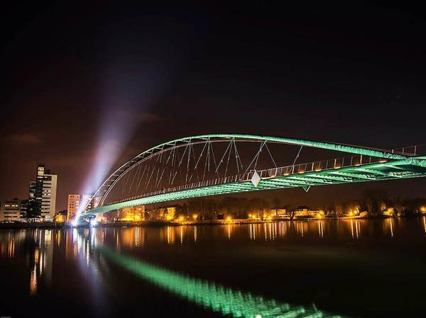 Das Siegerfoto in der Kategorie Stadt: Grenzen überwinden (Weil am Rhein) von Ricardo Stefan
