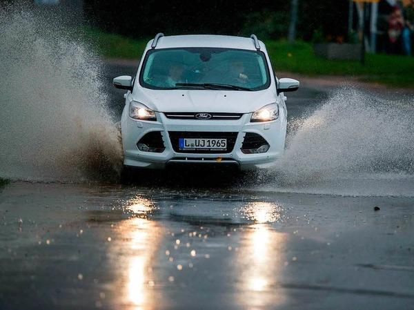 Überschwemmung nach starkem Regen und Sturm bei Timmendorf auf der Ostseeinsel Poel.