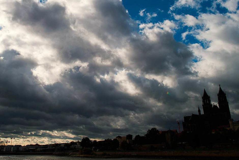 Dunkle Wolken  über Magdeburg. (Foto: dpa)