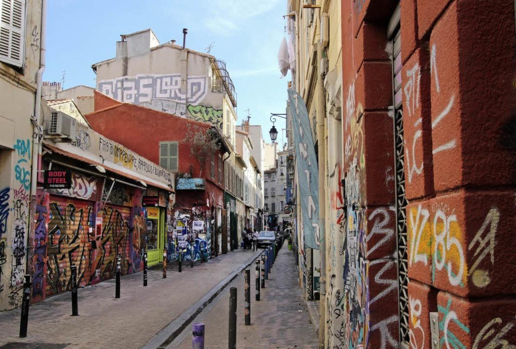 Kreative Kunst: In der engen Rue Bussy l'Indien  | Foto: dpa