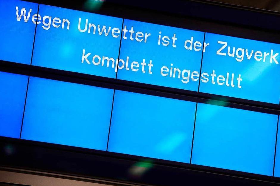 Vielerorts ist der Zugverkehr komplett eingestellt. (Foto: dpa)