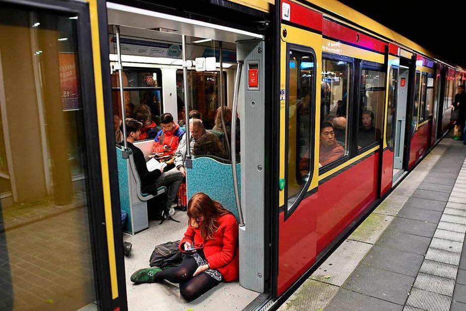 Der Bahnverkehr in Berlin und Brandenburg ist durch das Sturmtief Xavier größtenteils zum Stillstand gekommen. (Foto: dpa)