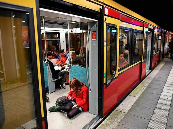 Der Bahnverkehr in Berlin und Brandenburg ist durch das Sturmtief Xavier größtenteils zum Stillstand gekommen.