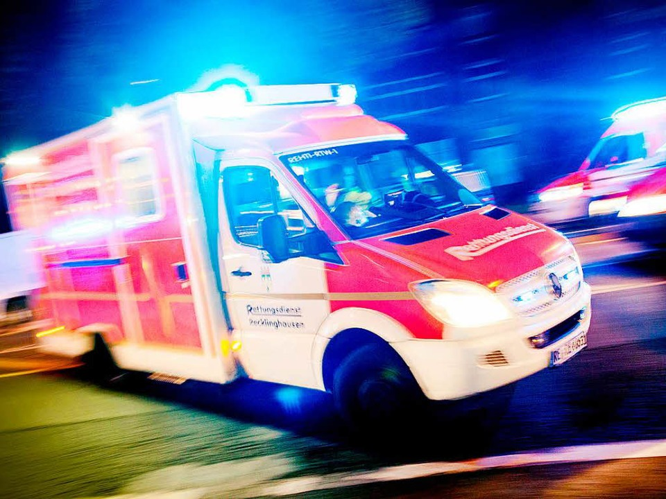 Zweimal brachte ein Rettungswagen den Mann ins Krankenhaus (Symbolfoto)  | Foto: dpa