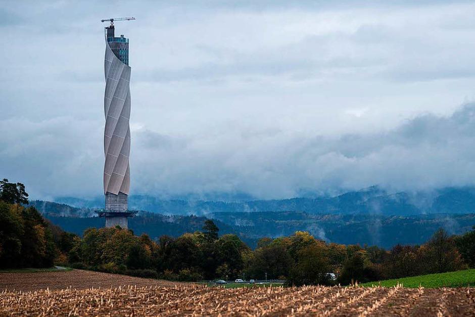 Monumental: der Testturm (Foto: dpa)