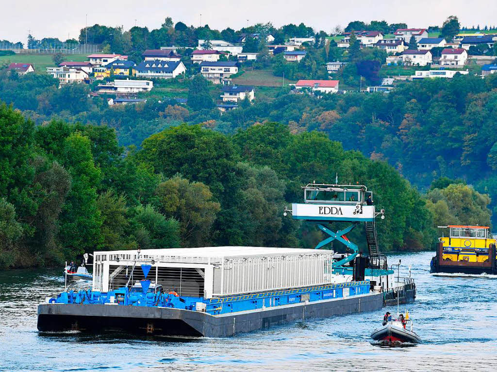 Schiff für dritten Castor-Transport auf dem Neckar legt ab