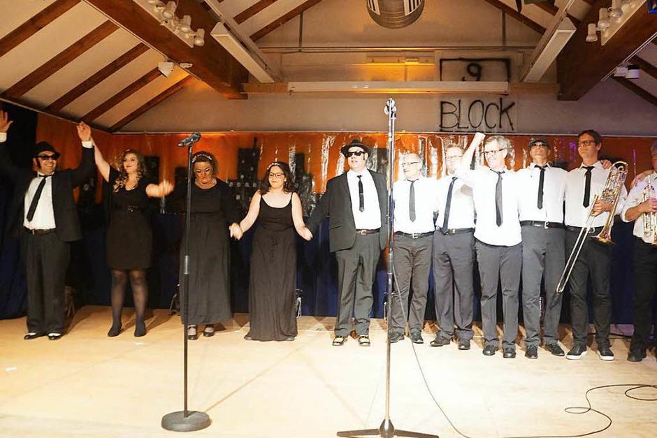 Großartige Musik, tolle Darsteller: Die Blues Brothers sind wieder auf heiliger Mission und begeistern im Bürgersaal. (Foto: Verena Wehrle)