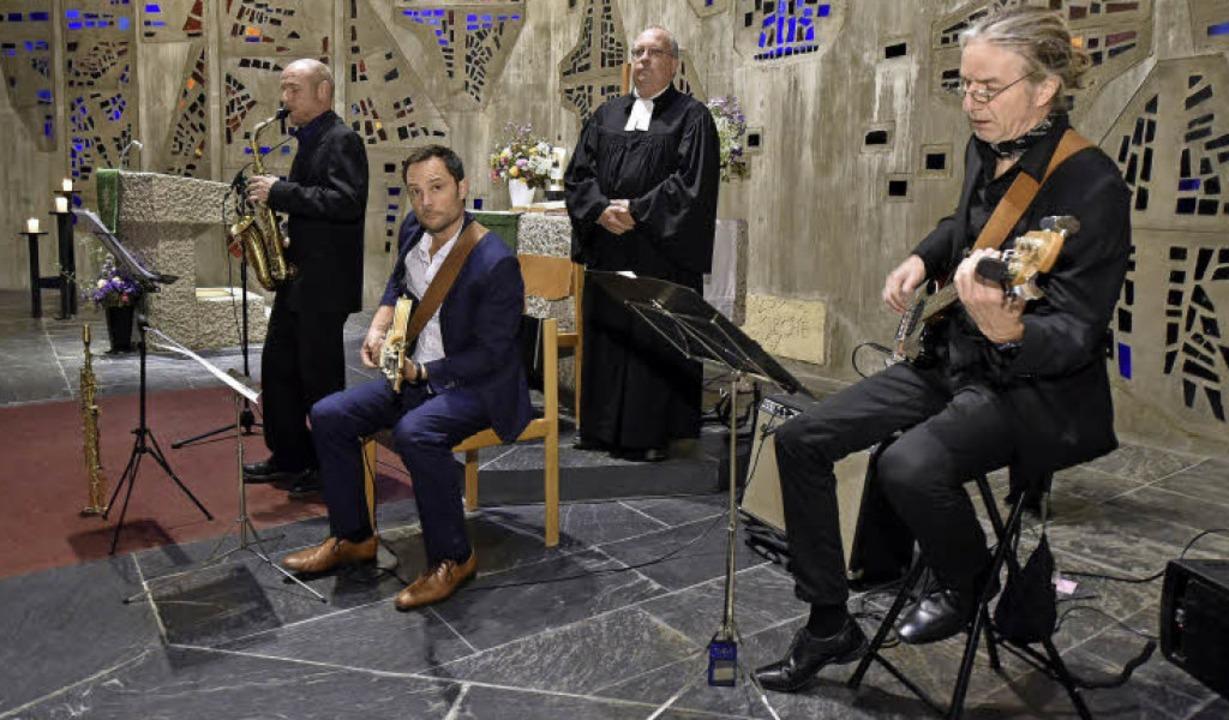 Pfarrer Ulrich Bayer (hinten) hatte di...örg Enz, Peter Streicher (von links).   | Foto: Thomas Kunz