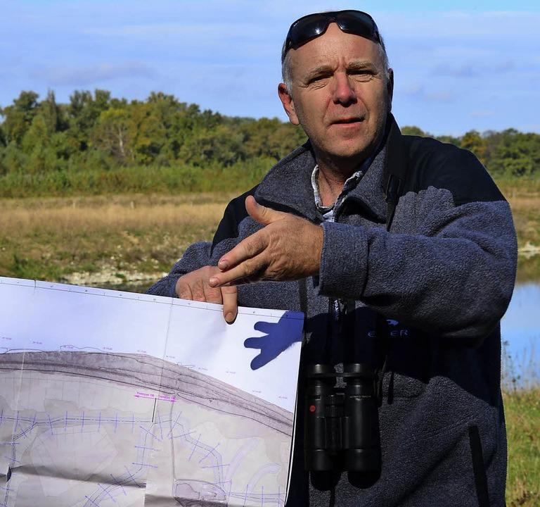 Philippe Kniebiely erklärt  Renaturierungsmaßnahmen.  | Foto: Mahro
