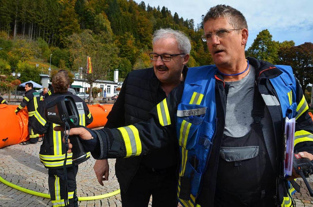 Häuserns Bürgermeister Thomas Kaiser l...rmebildkamera der Füllstand überprüft.  | Foto: Christiane Sahli