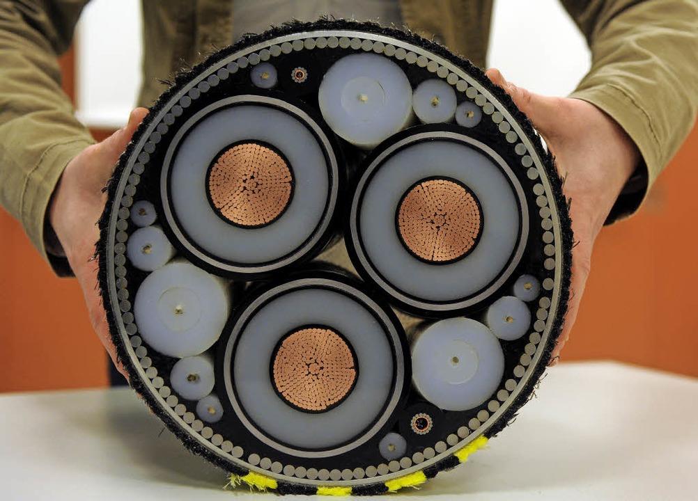 Ein ganz schön dickes Ding, so ein Seekabel zur Stromübertragung    Foto: dpa