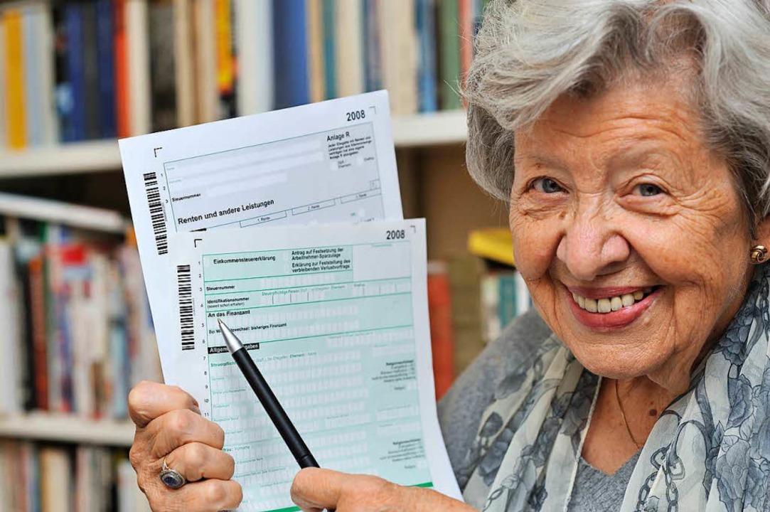 Rentner können bei der Steuererklärung...iche Kosten steuerlich geltend machen.  | Foto:  Fotolia.com/GordonGrand