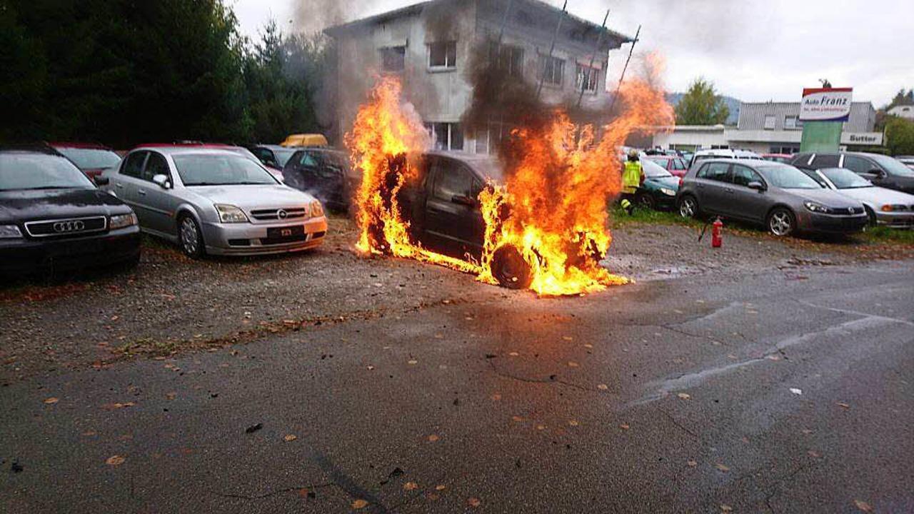 In Flammen stand der Pkw.