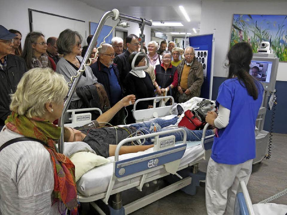 Live Demonstration beim Notfalleinsatz...aganfall auf monitorüberwachten Betten  | Foto: Georg Voß