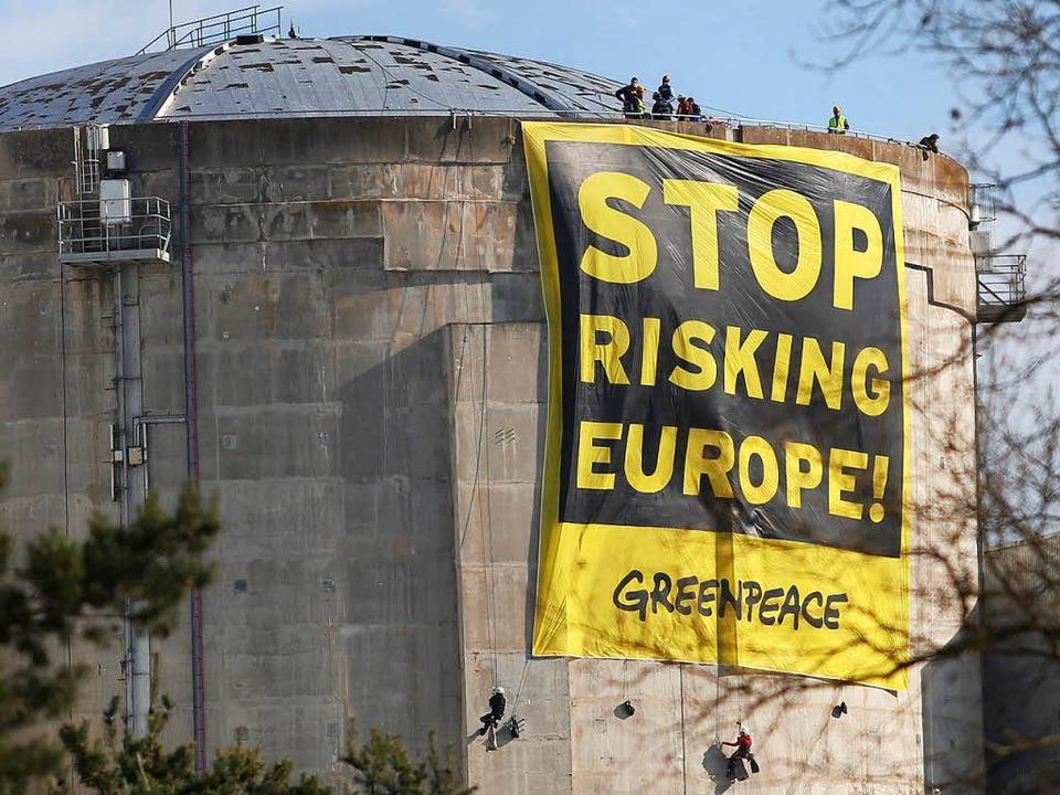 Im März 2014 hatten Greenpeace-Aktivisten das Atomkraftwerk Fessenheim besetzt.  | Foto: Oliver Huber