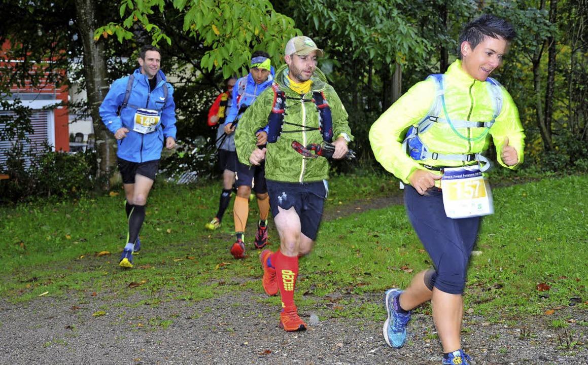 Fast 100 Läufer gingen auf die Strecke.   | Foto: Horst Dauenhauer