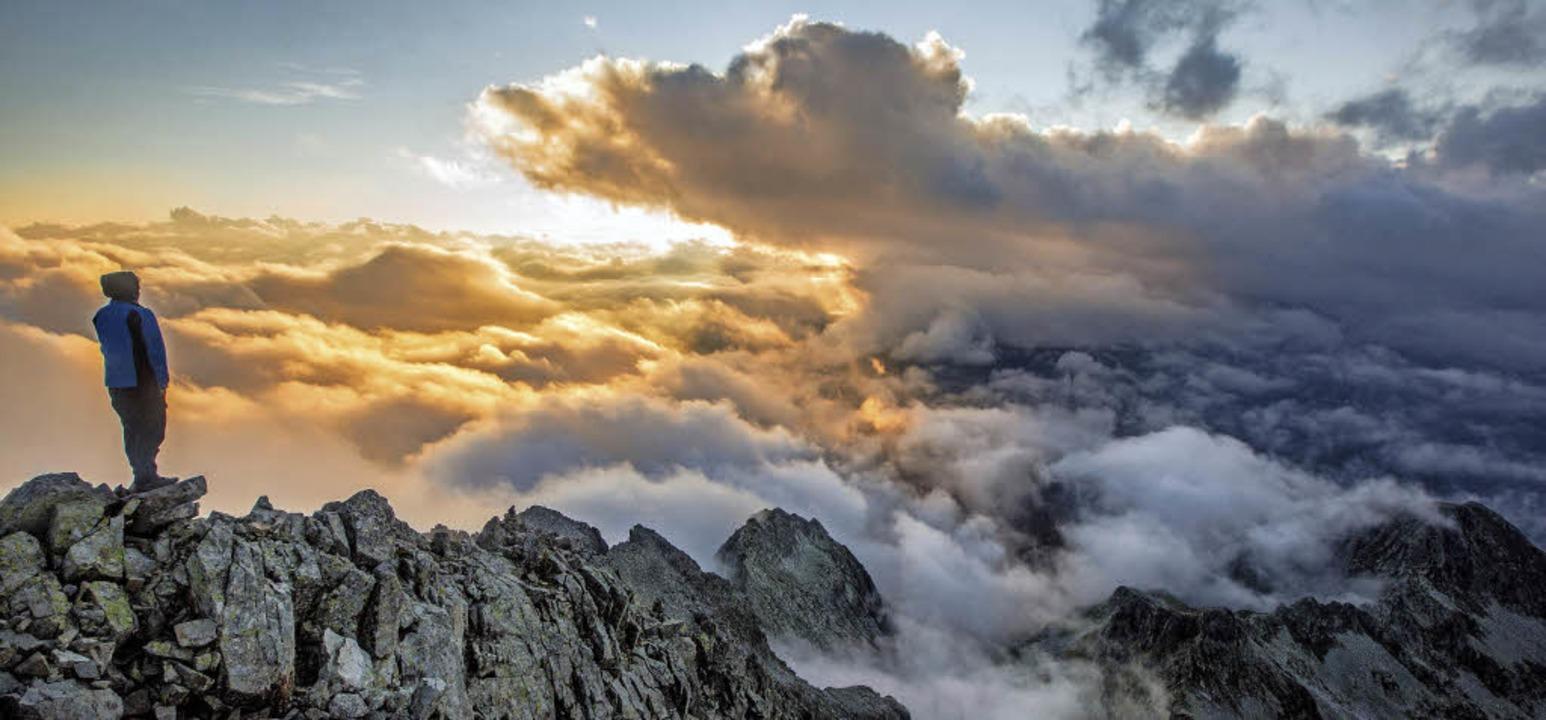 Zu Fuß  über den Wolken unterwegs ist Ulla Lohmann.   | Foto: Ulla Lohmann, Peter Gebhard