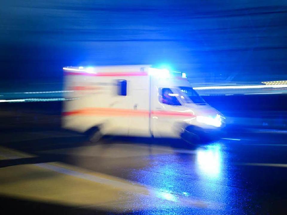 Der Krankenwagen musste dem Rollerfahr...t mit ihm zu kollidieren. (Symbolbild)  | Foto: dpa