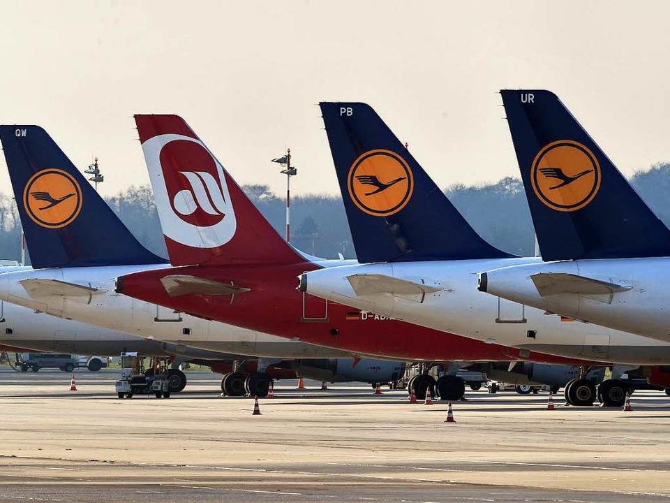 Das Air-Berlin-Logo verschwindet bald zugunsten des Kranichs.   | Foto: dpa