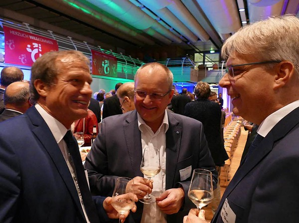 Oberbürgermeister Klaus Eberhardt (von links) mit zweien der Sprecher, Frank Pfister und Dirk Werner