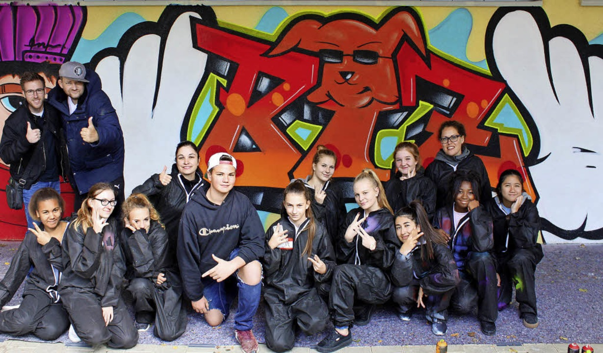 Die Graffiti-Künstler der  Kunst-AG am... rechts   Graffiti-Künstler OpenMike.   | Foto:  Agentur Kreativgarten